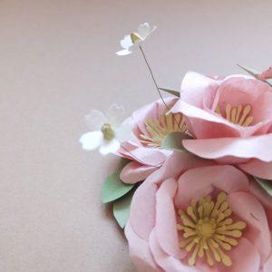 Fleurs en papier créées par Dame Belette. Crédit photo : Lisa Godbille